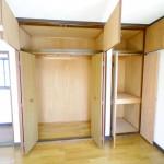 2階東側洋室には大きめの収納(内装)