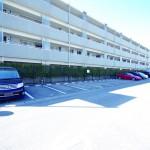 北側敷地内駐車場あり!月々2,000円※2年に1度抽選になります。